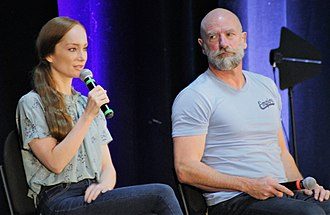 Lotte Verbeek - Lotte Verbeek (L) and Graham McTavish (R) answering fan questions at Creation Entertainment's Outlander Convention in New Jersey on 19 August 2018.