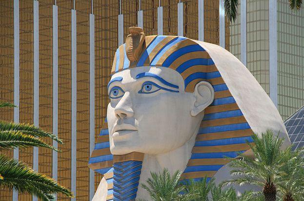 Luxor hotel (Las Vegas).jpg