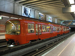 Lyon Metro Line D - Image: Lyon TCL MPL 85 n°367 MD Gare de Vaise (3)