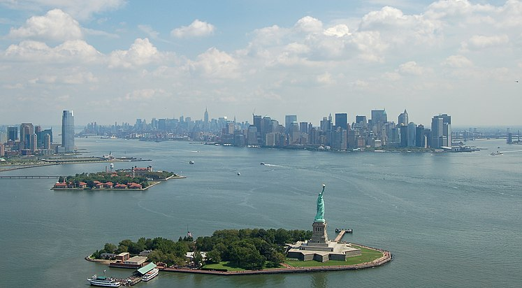 Manhattan & Liberty Island, New York.jpg