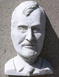 Manuel María na Praza Maior de Lugo.jpg