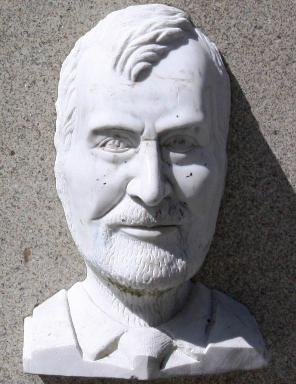 Manuel María na Praza Maior de Lugo
