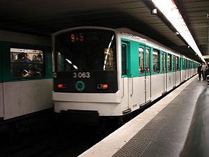 Miromesnil (Paris Métro) - Image: Metro de Paris Ligne 9 Miromesnil 02
