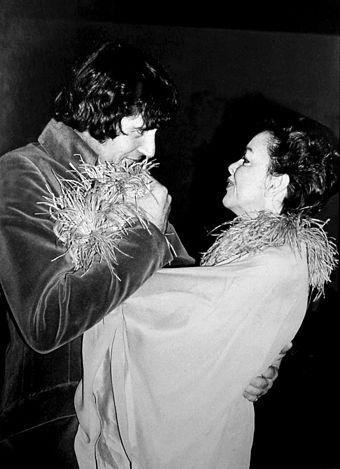 Mickey Deans and Garland at their London wedding in March 1969, three months before her death Mickey Deans Judy Garland Allan Warren.jpg