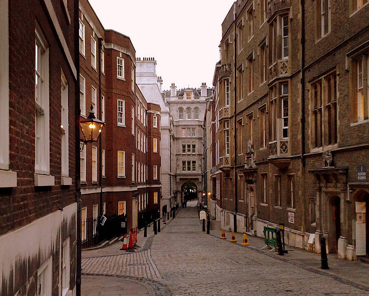 File:Middle Temple Lane.jpg