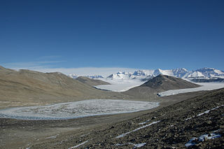 An overview of the upper Miers Valley with Adams glacier on the left and Miers glacier on the right., credit Saxphile