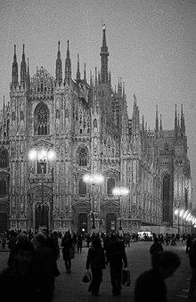 Piazza del Duomo a Milano nel 2001