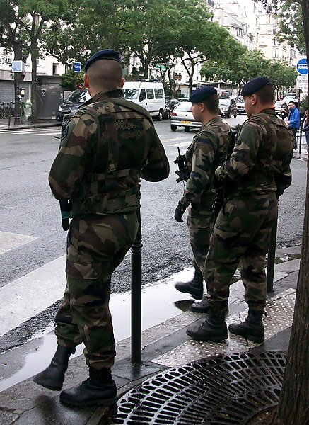 File:Militaires à Paris, plan Vigipirate septembre 2013.JPG
