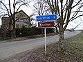 Mořina, silnice 11621, směrovky na Karlštejn, čp. 125.jpg