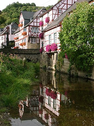 Elzbach - Timber-frame houses along the Elzbach in Monreal