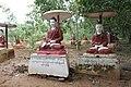 Monywa-Po Khaung-10-Buddhas mit Schirm-gje.jpg
