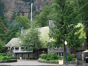 Multnomah Falls - Image: Multnomah Falls Lodge Oregon