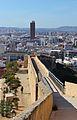 Muralla que baixa del castell de santa Bàrbara i el Riscal al fons, Alacant.JPG