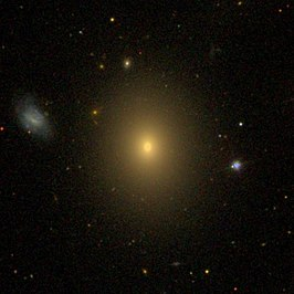 NGC 5490B (links van NGC 5490)