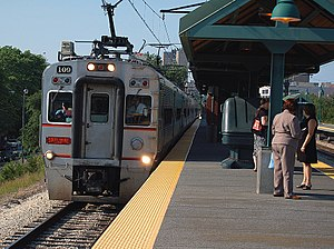 South Shore Line - Southbound NICTD South Shore train, led by car No. 109, seen entering the 55th–56th–57th Street station in Hyde Park (Chicago)