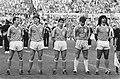 Nederland tegen Hongarije 2-0 deel Nederlands elftal v.l.n.r. Van t Schip , Van, Bestanddeelnr 933-9663.jpg