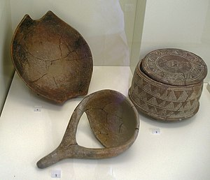 Knossos - Bowl with fork handles, pottery. Knossos, Early Neolithic, 6500-5800 BC. Also a ladle, and a three-legged vessel from later periods
