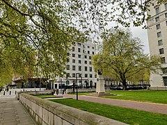 New New Scotland Yard building from Gardens.jpg