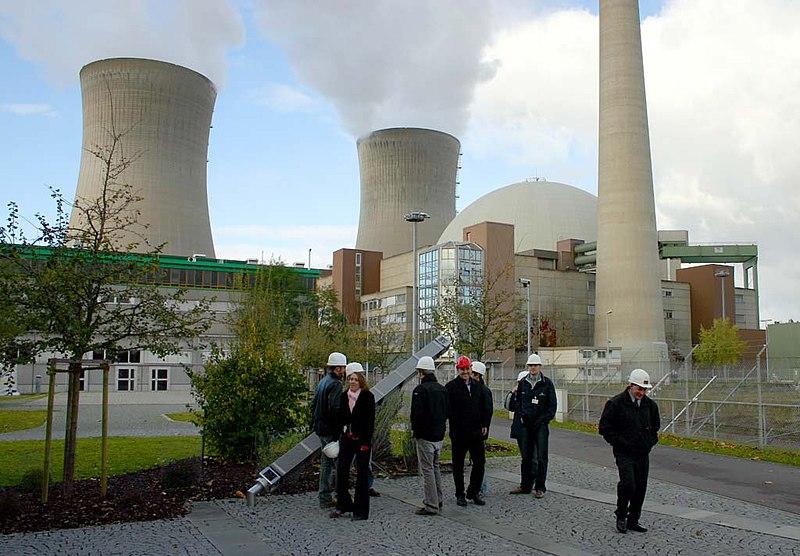 Archivo:Nuclear plant at Grafenrheinfeld.jpg