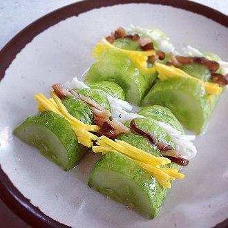 Seon (food) - Image: Oi seon