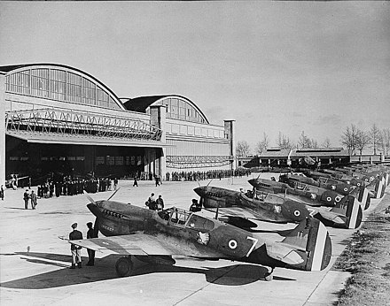 "FAFL Free French GC II/5 ""LaFayette"" receiving ex-USAAF Curtiss P-40 fighters at Casablanca, French Morocco P-40F GCII-5 Casablanca 9Jan43.jpg"