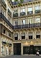P1040327 Paris VIII place de la Madeleine immeuble n°7 rwk.JPG