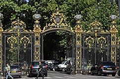 Reja de entrada al parque Monceau, París