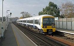 Peckham Rye railway station MMB 04 465011.jpg