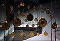 Pendenti d'oro costruiti con monete bizantine, dal tesoro di wieuwerd (frisia), 640 dc ca. 01.jpg
