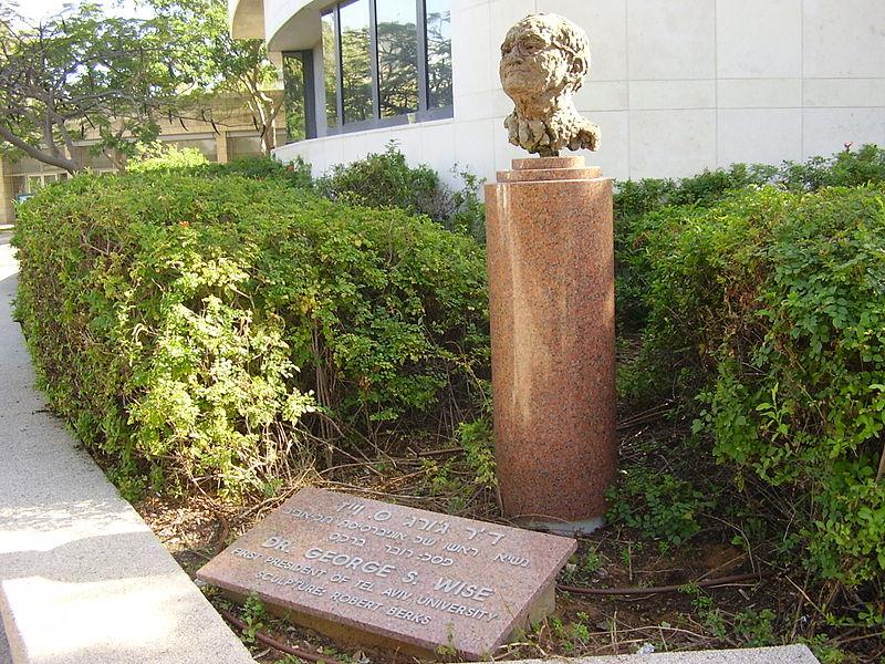 פסל של ג'ורג' וייז באוניברסיטת תל אביב