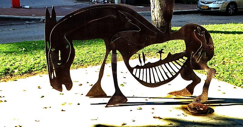 פסל סוס ארץ מולדת ברמת השרון