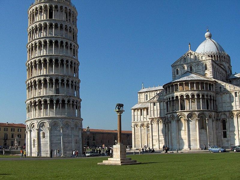 Неофициальный символ города — Падающая башня