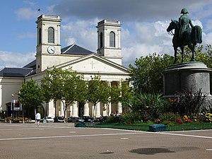 Place Napoleon mit Standbild und Kirche St. Louis