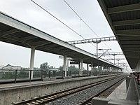 Platform of Huanggang West Station 2.jpg