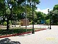 Plaza bolivar y escultura de bolivar en pto.ayacucho-venezuela.jpg
