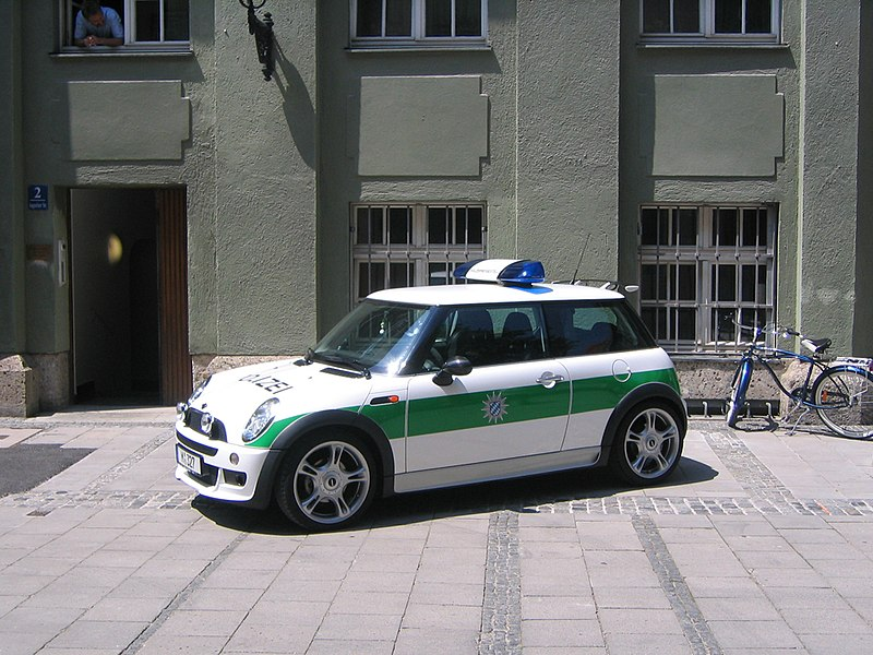 "New mini Polizei Quelle: <a href=""http://www.flickr.com/people/14646075@N03""> digital cat </a>"