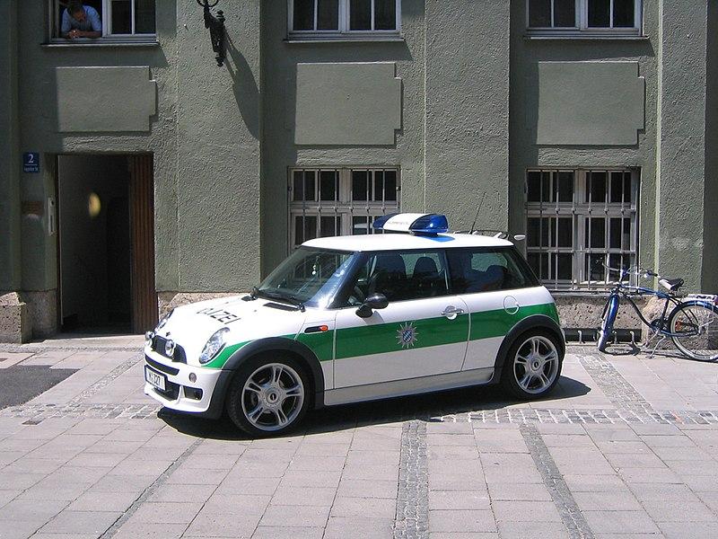 "New mini Polizei Quelle: <a href=""http://www.flickr.com/people/14646075@N03""> digital cat </a>"