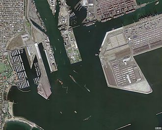 Port of Los Angeles - USGS Satellite picture of a portion of the Port of Los Angeles, including Pier 400, Reservation Point, and port facilities in San Pedro, March 29, 2004