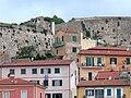 Portoferraio - Häuser an der Festung.jpg