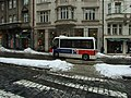 Praha, Malá Strana, Karmelitská, elektrobus.JPG