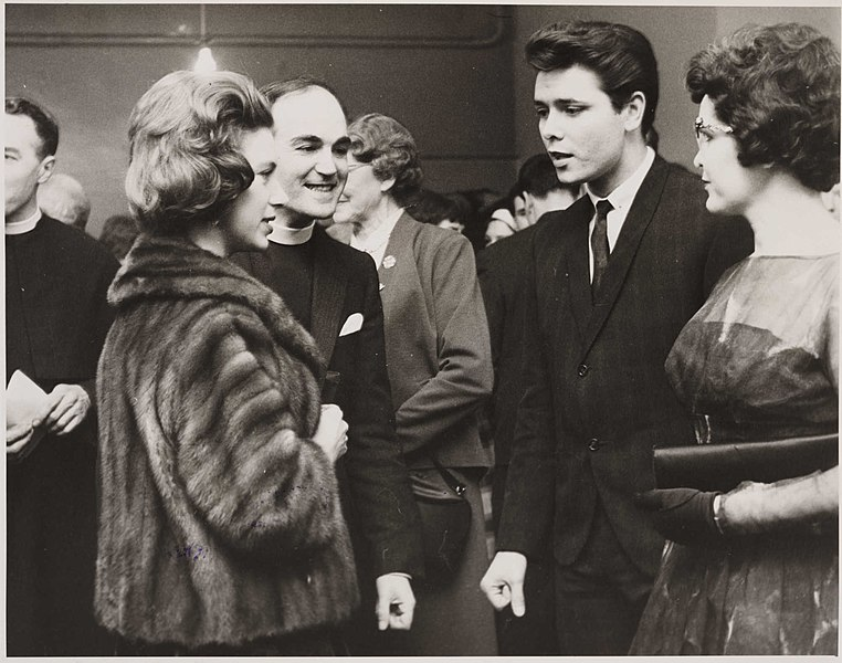File:Princess Margaret meets Cliff Richard at the 59 Club, 1962. (7936244214).jpg