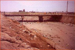 Ica River - Pan-American Highway crossing the Ica in the dry period