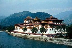 Punakha District - The Mo Chhu flowing alongside Pungtang Dechen Photrang Dzong at Punakha.