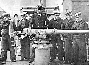 Quick-firing gun - Royal Navy deck mounting of the QF 3-pounder Hotchkiss, the first modern QF gun, 1915.