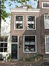 foto van Huis met lijstgevel met gesneden bovenlicht, lod