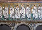 Ravenna, sant'apollinare nuovo, int., santi martiri offerenti, epoca del vescovo agnello, 07.JPG