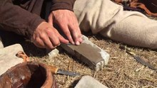 ファイル:Recreated historical knife sharpening with natural grindstone.webm