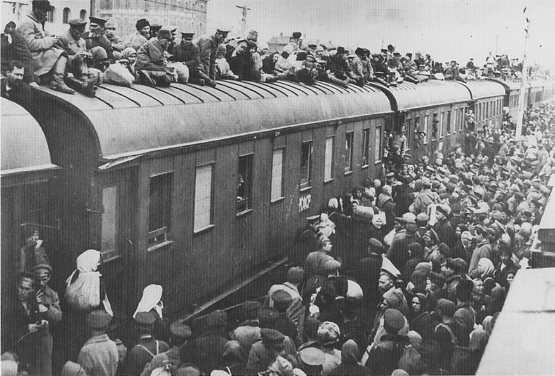 File:Refugees on train roof.jpg