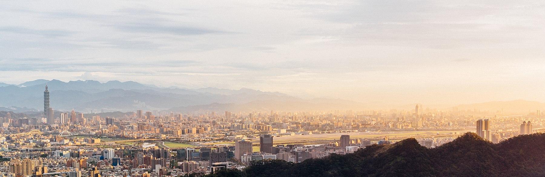 Remote view of Taipei 101, Taipei City and Taipei Songshan Airport at sunset.jpg