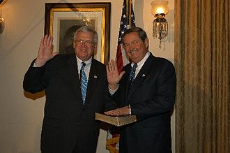Clay Shaw (politician) - Shaw being sworn in by Speaker Dennis Hastert for the 108th Congress
